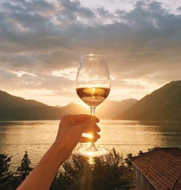 Первое шампанское «Абрау-Дюрсо» поступило в продажу в 1898 году.
